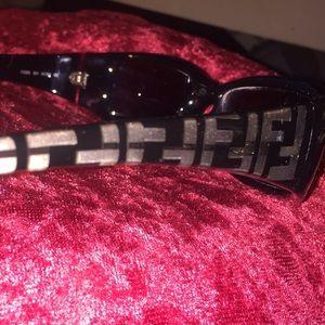 FENDI AUTHENTIC Sunglasses.  Black/Grey.